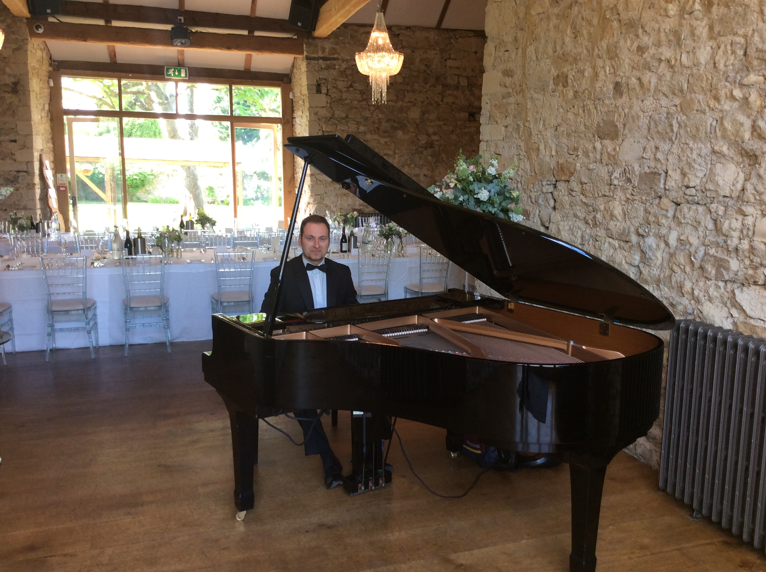 Pianist for hire ref CO-71579