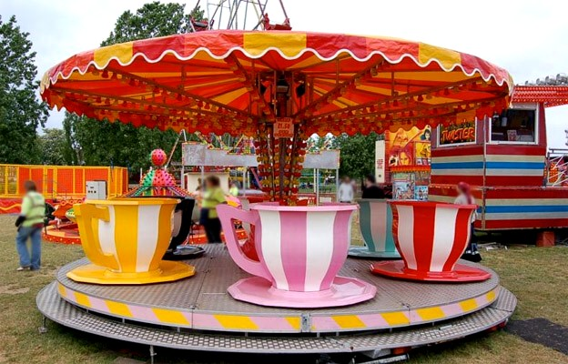 teacups-and-saucers ride