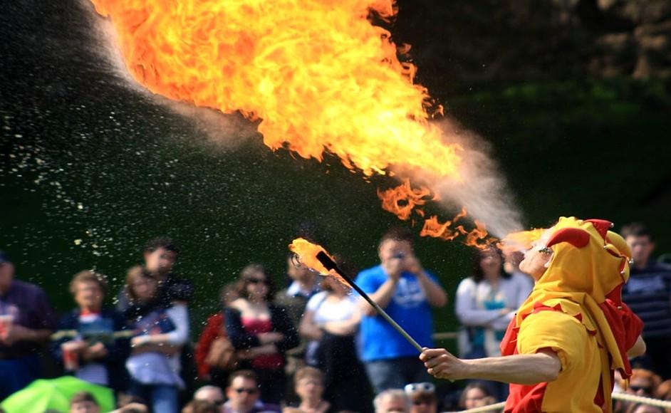 Jolly Jester-Fire-blowing-34072