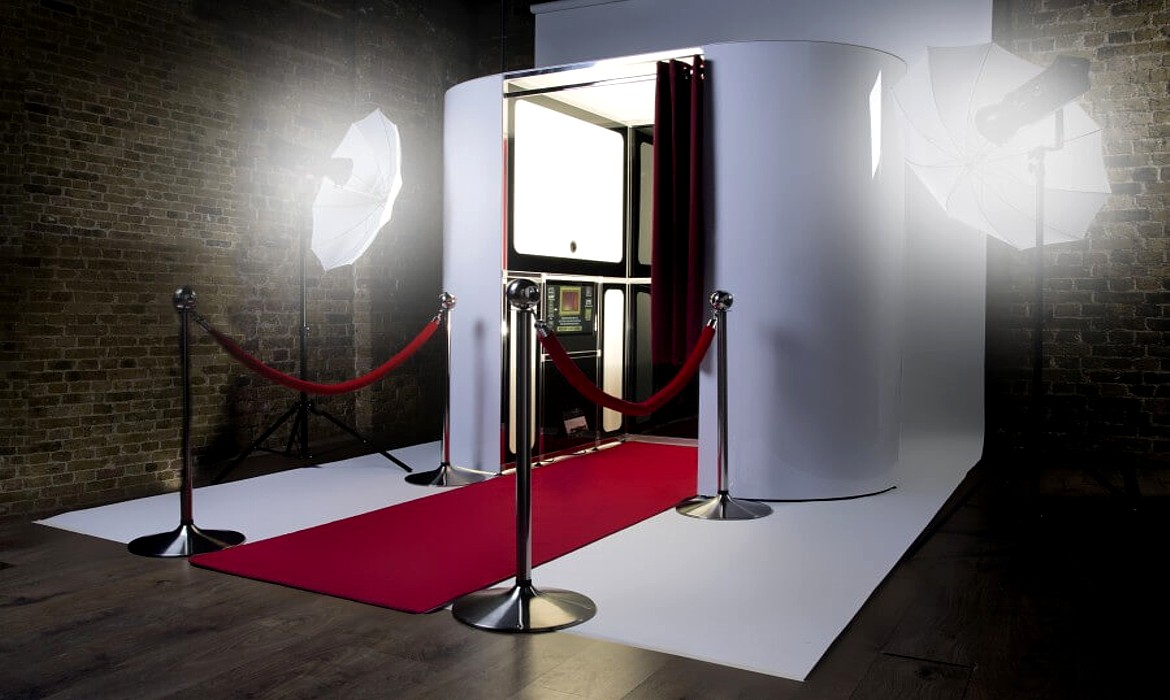 Photo Booth Hire, Selfie Magic Mirror, Photobooth for
